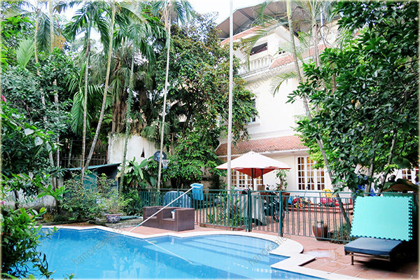 Large garden villa with outdoor swimming pool in tay ho for Big outdoor pool