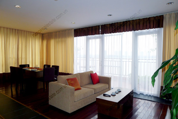 Rental Spacious 2 Bedroom Apartment With Large Balcony Facing Westlake
