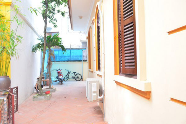 3 bedroom, modern and bright House for rent in Doi Can street, Ba Dinh dist, Ha Noi 2