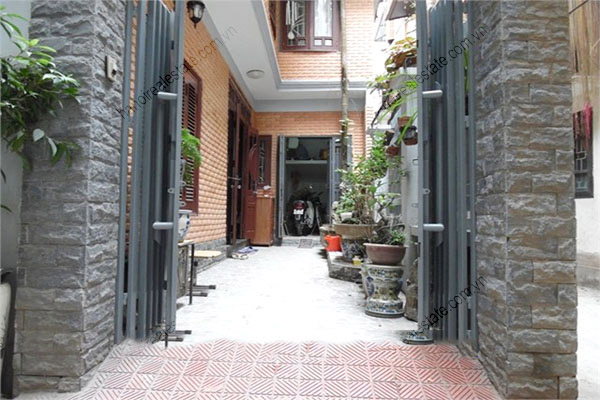 3 bedroom, modern house for rent in Dong Da district 2