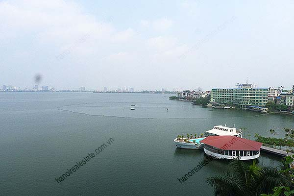 4 Bedroom Luxury & Spacious, Lake Vview Serviced Apartment in Hanoi 10
