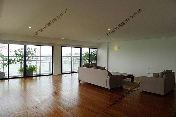 4 Bedroom Luxury & Spacious, Lake Vview Serviced Apartment in Hanoi 2