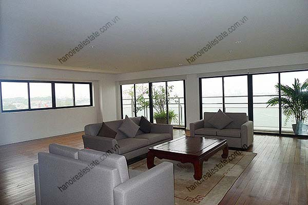 4 Bedroom Luxury & Spacious, Lake Vview Serviced Apartment in Hanoi 3