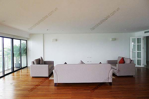 4 Bedroom Luxury & Spacious, Lake Vview Serviced Apartment in Hanoi 5