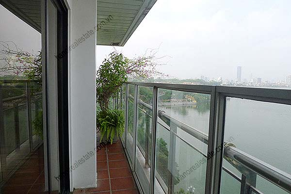 4 Bedroom Luxury & Spacious, Lake Vview Serviced Apartment in Hanoi 7
