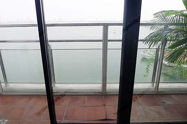 4 Bedroom Luxury & Spacious, Lake Vview Serviced Apartment in Hanoi 8