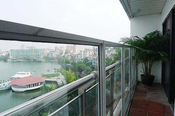 4 Bedroom Luxury & Spacious, Lake Vview Serviced Apartment in Hanoi 9