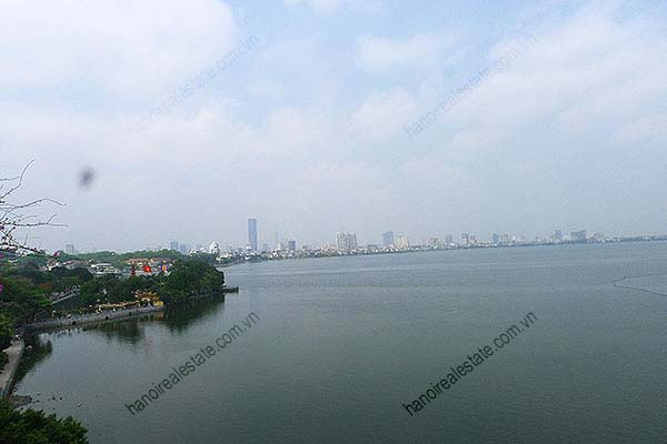 4 Bedroom Luxury & Spacious, Lake Vview Serviced Apartment in Hanoi 11