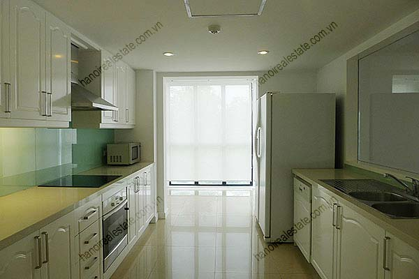 4 Bedroom Luxury & Spacious, Lake Vview Serviced Apartment in Hanoi 12