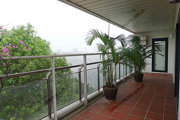 4 Bedroom Luxury & Spacious, Lake Vview Serviced Apartment in Hanoi 35