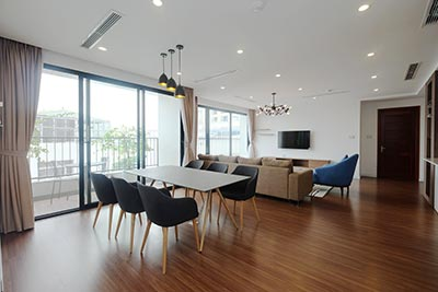 Amazing top floor 04BRs apartment on Tay Ho Rd, short walk to Somerset