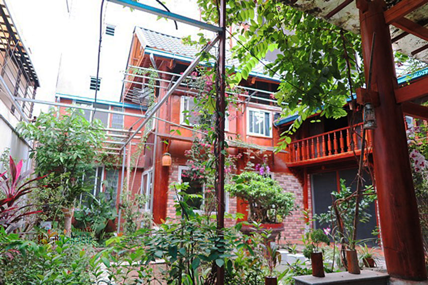 Antique Wooden house in Ba Dinh with a nice garden 1