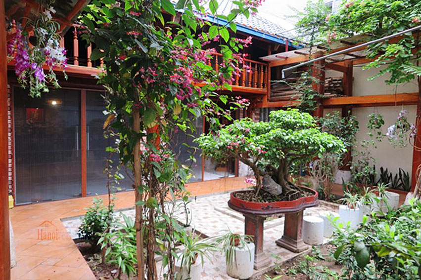 Antique Wooden house in Ba Dinh with a nice garden 32