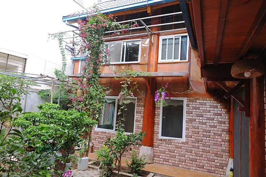 Antique Wooden house in Ba Dinh with a nice garden 4