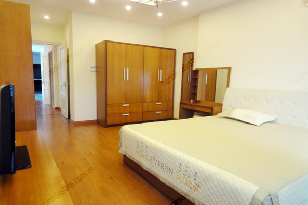 Apartment for rent in Dao Tan Street, Ba Dinh Hanoi, 2 bedrooms 6