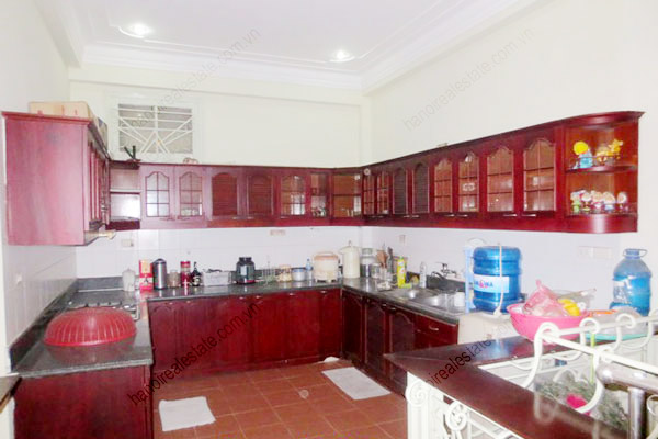 Beautiful house for rent in Dong Da district, Ha Noi 3