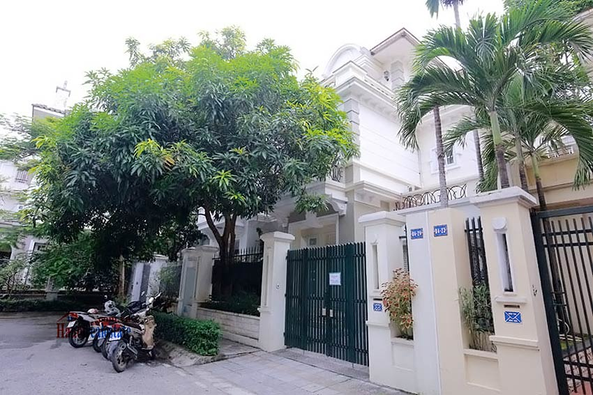 BEAUTIFUL villa to let in D block Ciputra, open view, fully furnished 1