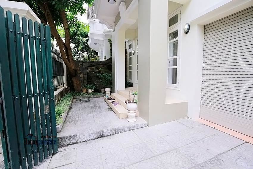 BEAUTIFUL villa to let in D block Ciputra, open view, fully furnished 2
