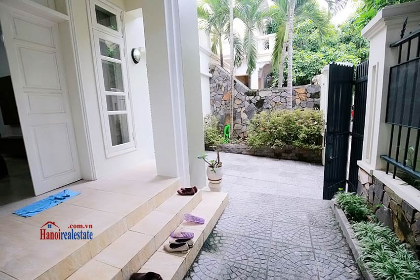 BEAUTIFUL villa to let in D block Ciputra, open view, fully furnished 3