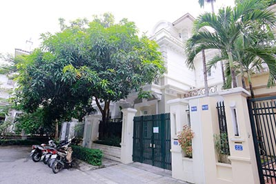 BEAUTIFUL villa to let in D block Ciputra, open view, fully furnished