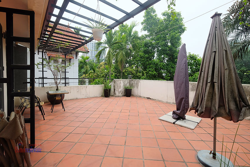 Big courtyard & furnished house in the heart of Tay Ho to rent 24