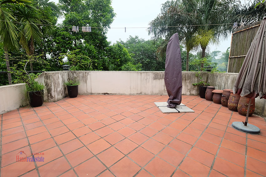 Big courtyard & furnished house in the heart of Tay Ho to rent 25