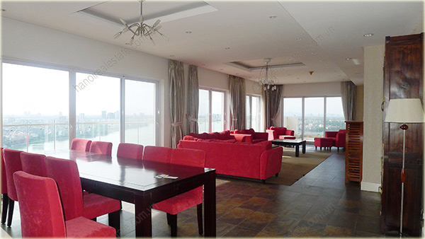 Big Lakeview Flat at Golden West Lake with large living room and balcony 1