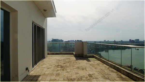 Big Lakeview Flat at Golden West Lake with large living room and balcony 12
