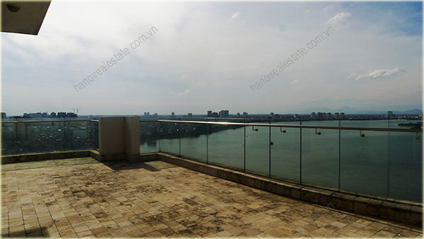Big Lakeview Flat at Golden West Lake with large living room and balcony 13