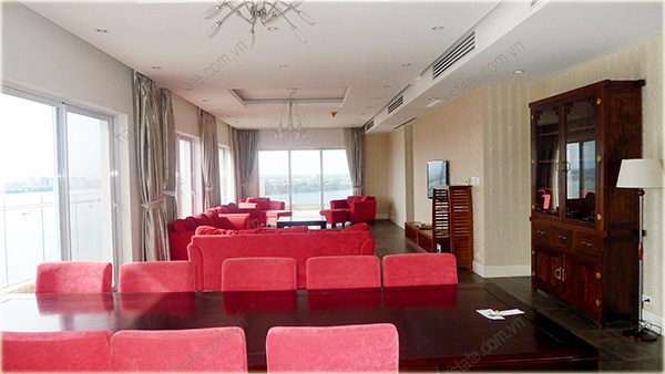 Big Lakeview Flat at Golden West Lake with large living room and balcony 4