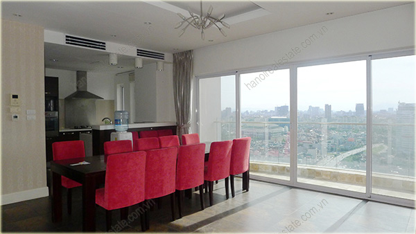 Big Lakeview Flat at Golden West Lake with large living room and balcony 7