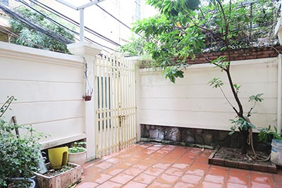 Big terrace 03 bedroom house to let in Tay Ho with fully furnished
