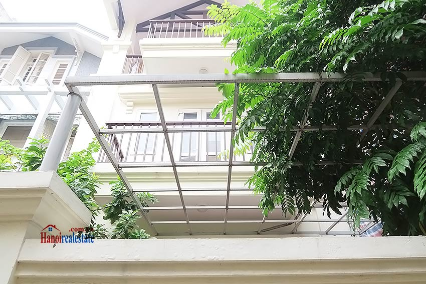 Big terrace 03 bedroom house to let in Tay Ho with fully furnished 1