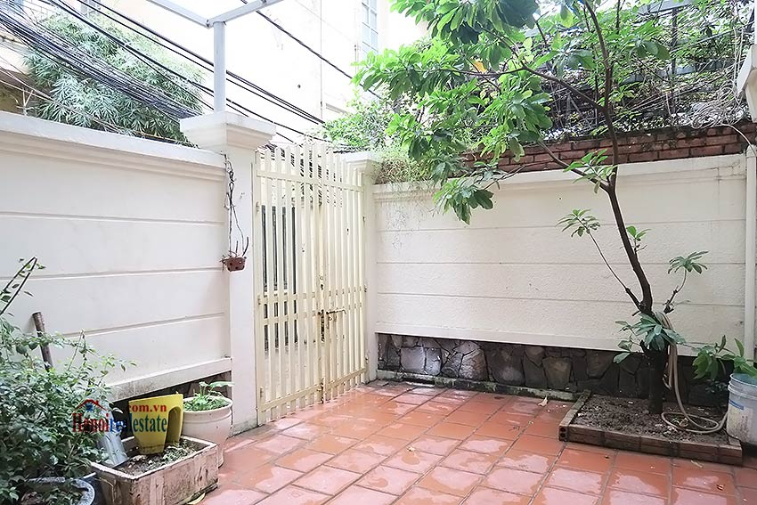Big terrace 03 bedroom house to let in Tay Ho with fully furnished 2