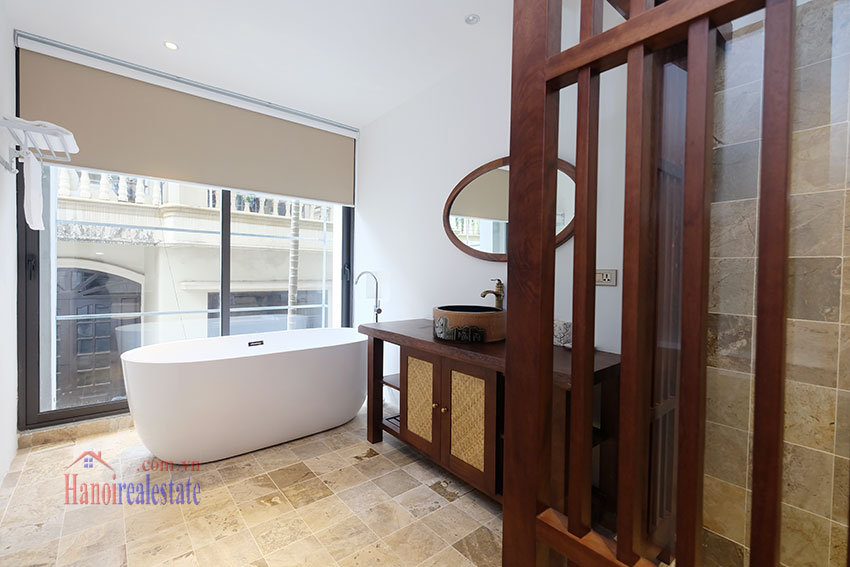 Brand new 2-bedroom apartment with balcony in Xom Chua 14