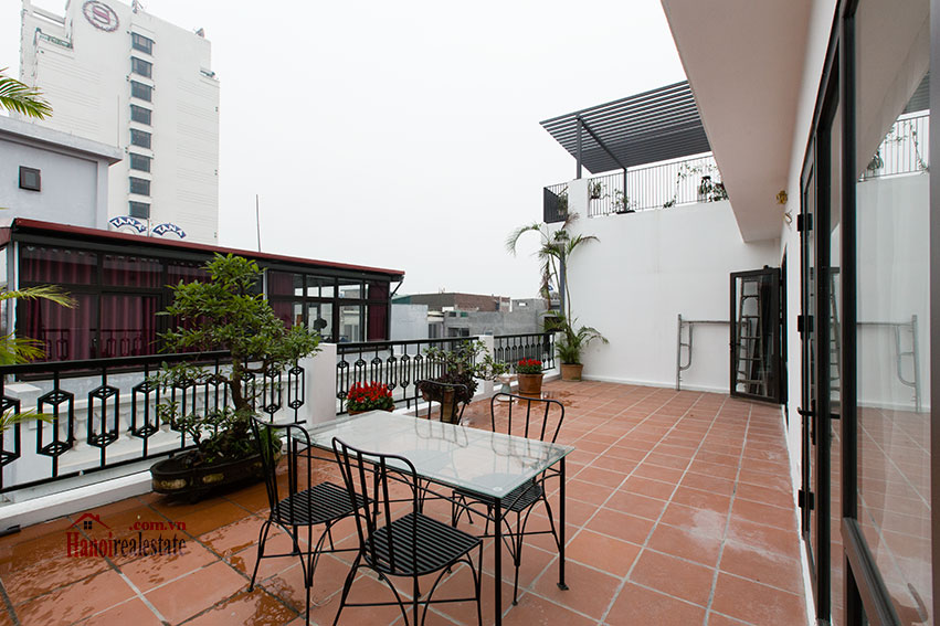 Brand new apartment with a large balcony at Tu Hoa corner 10