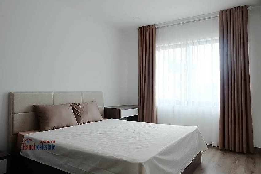 Brand-new serviced apartment in Xuan Dieu, 2 bedrooms, balcony 10
