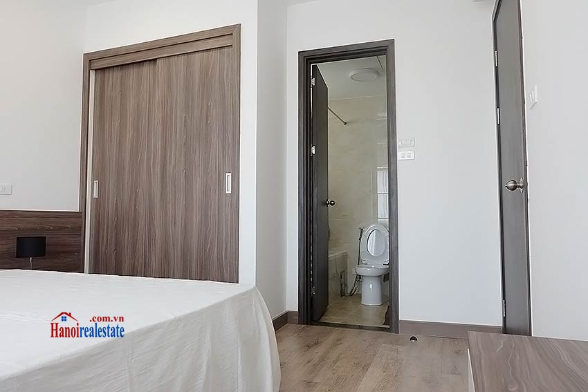Brand-new serviced apartment in Xuan Dieu, 2 bedrooms, balcony 12