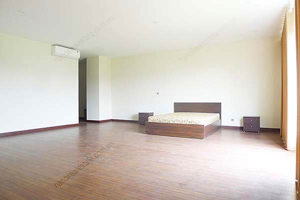 Brand-new, unfurnished 05+1 BRs house to lease at Q block Ciputra, bright and airy. 17