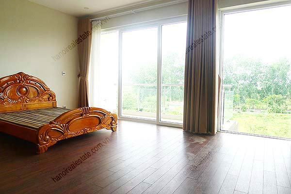 Brand-new, unfurnished 05+1 BRs house to lease at Q block Ciputra, bright and airy. 24