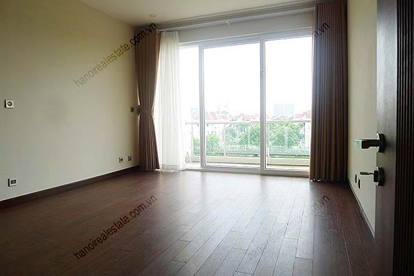 Brand-new, unfurnished 05+1 BRs house to lease at Q block Ciputra, bright and airy. 27