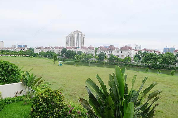 Brand-new, unfurnished 05+1 BRs house to lease at Q block Ciputra, bright and airy. 31