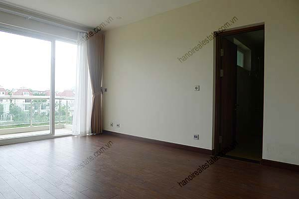 Brand-new, unfurnished 05+1 BRs house to lease at Q block Ciputra, bright and airy. 28