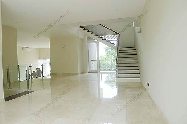 Brand-new, unfurnished 05+1 BRs house to lease at Q block Ciputra, bright and airy. 33