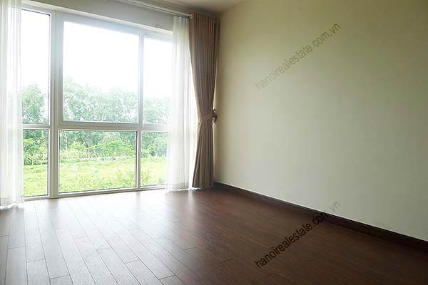 Brand-new, unfurnished 05+1 BRs house to lease at Q block Ciputra, bright and airy. 26