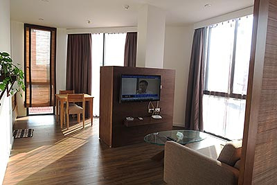 Bright and airy serviced studio in Dao Tan, Ba Dinh Dist