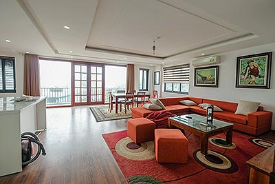 Bright and cozy 3-bedrooms apartment on Xuan Dieu Road