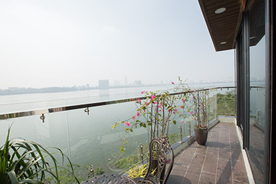 Lake front apartment with 01 bed in Yen Phu Village, brand new