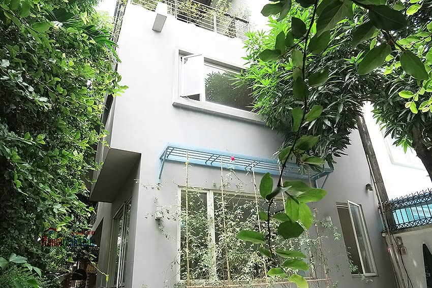 Charming 03 bedroom house to let in Tay Ho, surrounding garden and fully furnished 1