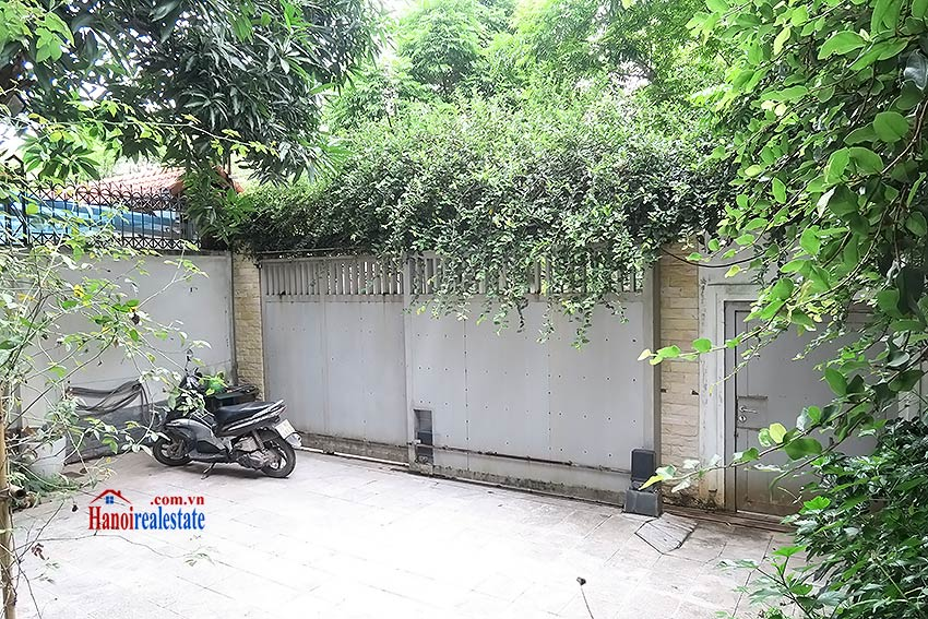Charming 03 bedroom house to let in Tay Ho, surrounding garden and fully furnished 3